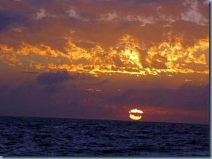 20110326 00'23 atardecer en el mar
