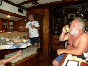 20120320-1923-08-invitados-a-cenar-charly-de-etiqueta-para-la-cena