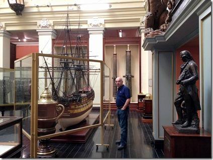 08 El capi en el Museo Naval