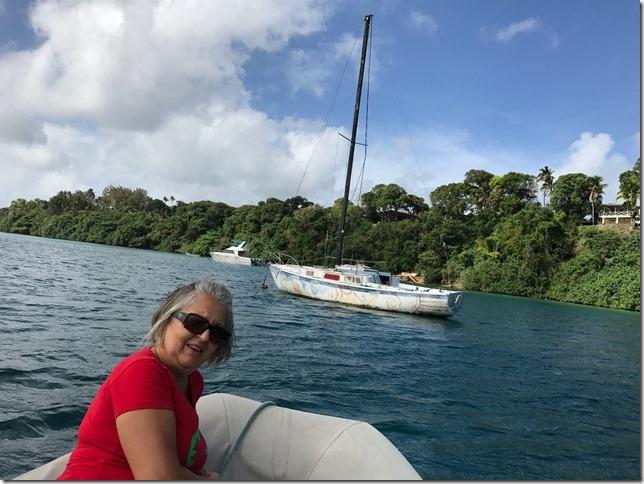 20170928 15'21 03 15-velero 7 de Julio en el que vino a Tonga, Papu con su padre